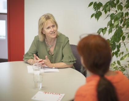Recht op feedback: hoe voer je motiverende ontwikkel- en feedbackgesprekken – een basisopleiding voor leidinggevenden