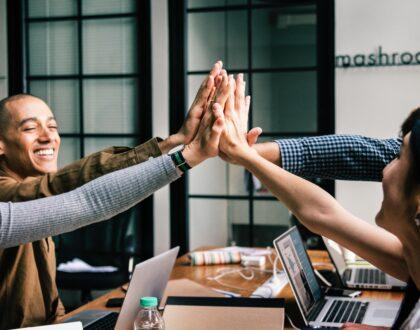 Deontologie: wit of zwart? Help als leidinggevende je team integer om te gaan met dilemma's op de werkvloer!